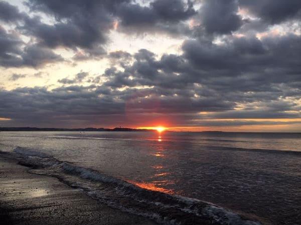 2019年1月1日の茅ケ崎の浜辺から見る初日の出