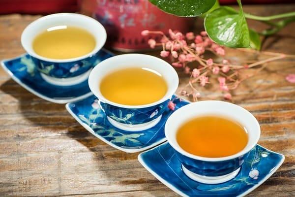 テーブルにセットされた茶器 お茶の時間です。